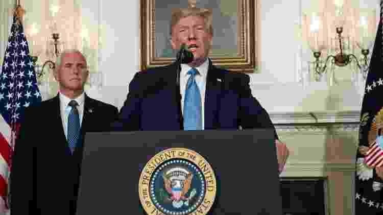 Presidente dos Estados Unidos, Donald Trump, ao lado do vice-presidente, Mike Pence, durante discurso sobre os massacres do fim de semana - Saul Loeb/AFP - Saul Loeb/AFP
