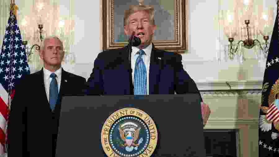 Presidente dos Estados Unidos, Donald Trump, ao lado do vice-presidente, Mike Pence, durante discurso sobre os massacres do fim de semana - Saul Loeb/AFP