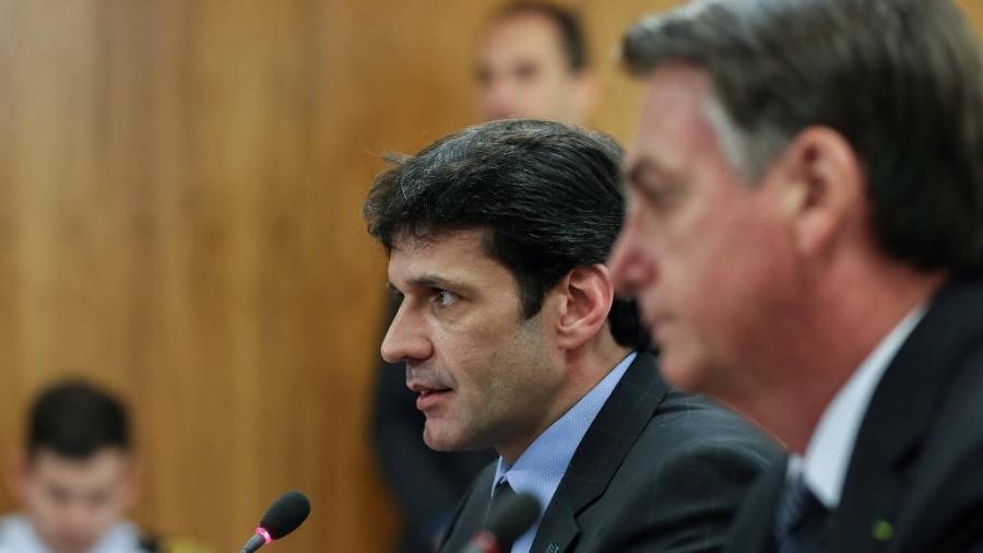 O ministro do Turismo, Marcelo Álvaro Antônio, e o presidente Jair Bolsonaro (à dir.) - Marcos Corrêa-24.abr.2019/PR