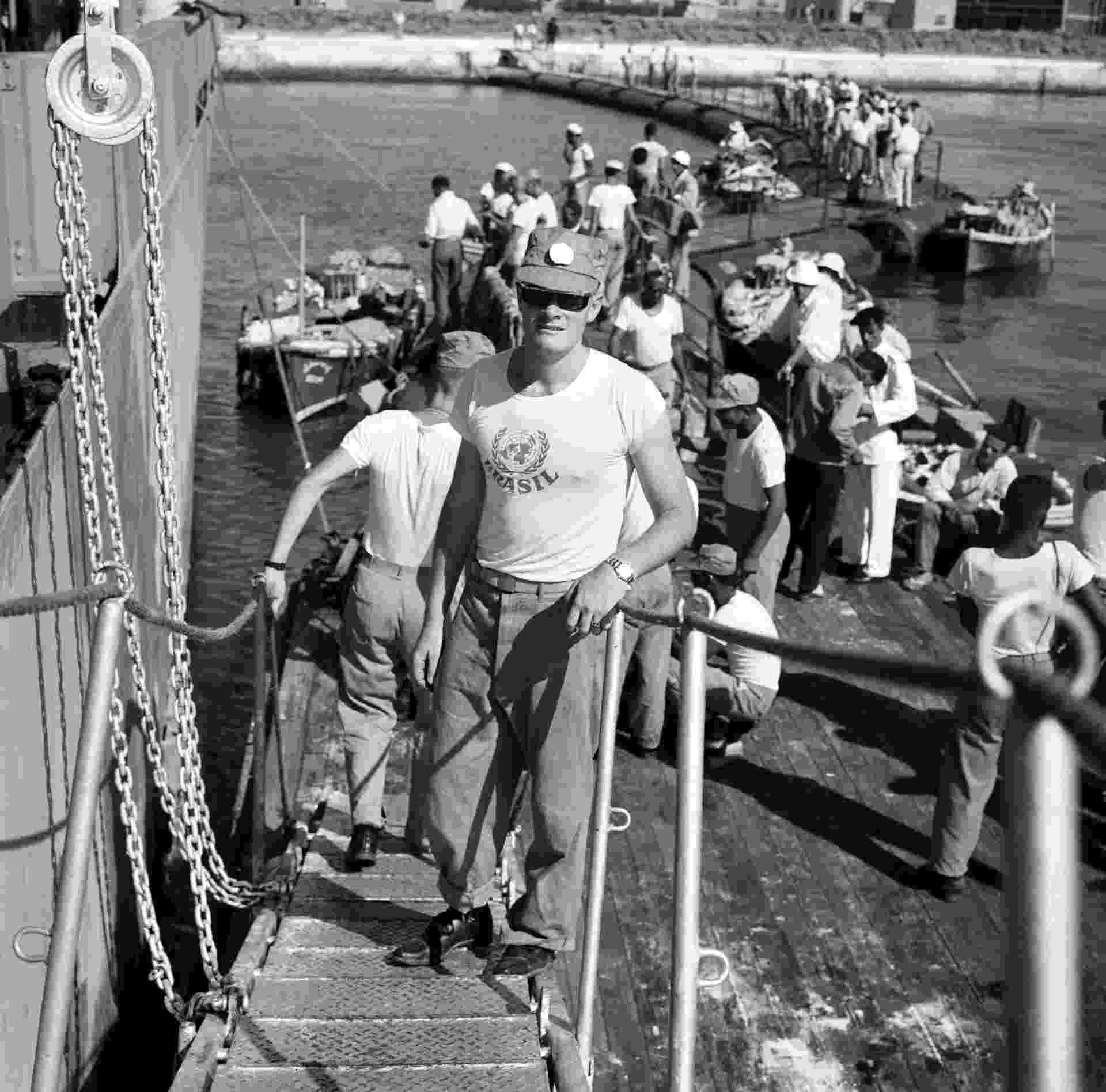 Soldado brasileiro deixa as missões do Batalhão Suez, que integrou as Forças de Paz da ONU, em 1963 - Divulgação/ONU