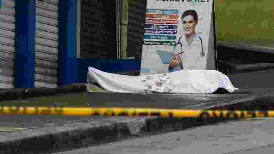 Corpos ficam espalhados nas ruas de Guayaquil durante a pandemia do novo coronavírus - Jimmy Negrete/EFE