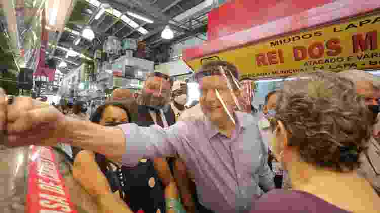 Celso Russomanno (Republicanos) visita o Mercado da Lapa, na zona oeste de São Paulo - FÁBIO VIEIRA/FOTORUA/ESTADÃO CONTEÚDO - FÁBIO VIEIRA/FOTORUA/ESTADÃO CONTEÚDO