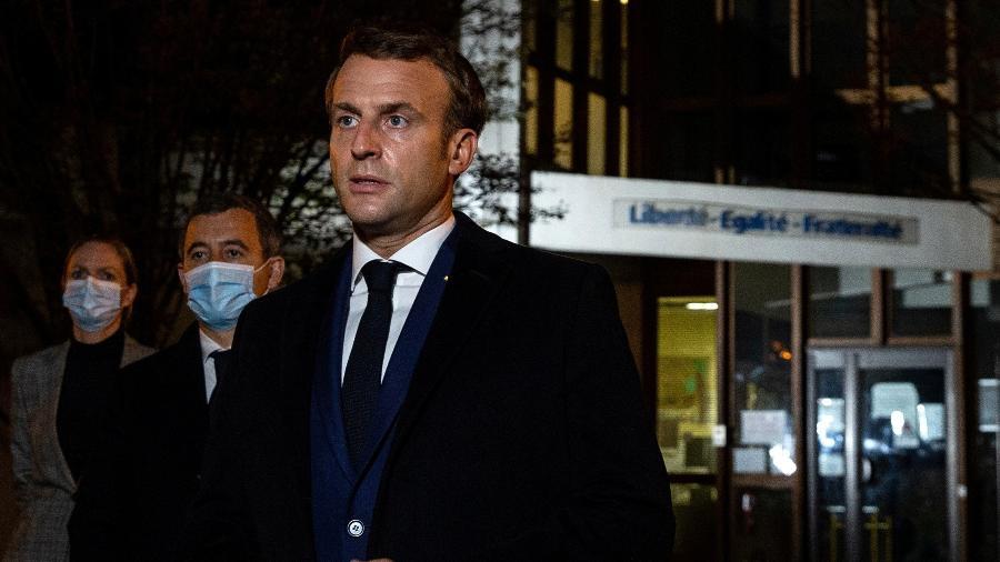 """O professor """"foi morto porque ensinava a liberdade de expressão, a liberdade de acreditar ou não"""", declarou o presidente francês, Emmanuel Macron - POOL/REUTERS"""