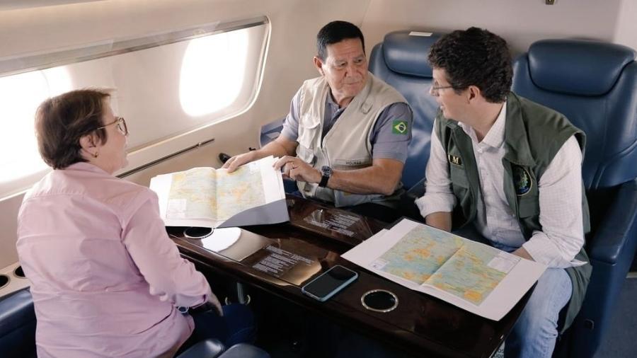Vice-presidente Hamilton Mourão conversa com ministros Ricardo Salles (Meio Ambiente) e Tereza Cristina (Agricultura) durante viagem à Amazônia  - Reprodução