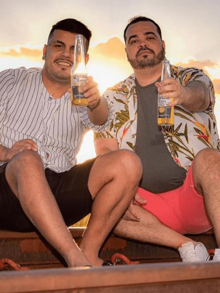 Rafael e Saulo anunciaram o noivado em abril - Reprodução