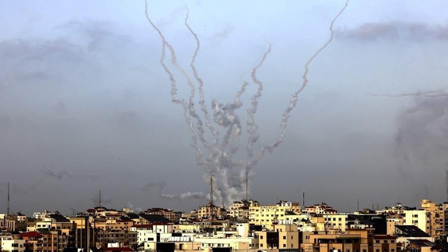 Foguetes são disparados em Gaza; Israel diz ter matado 15 membros de grupos armados - Mahmud Hams/AFP