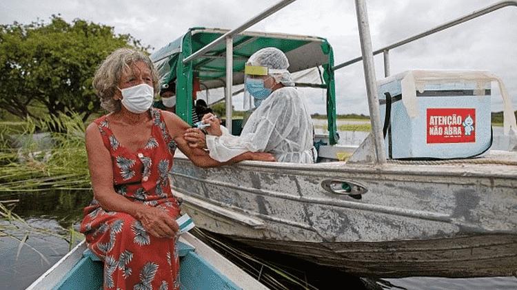 Imagens da campanha de vacinação emocionaram mais do que momento em que taxa de eficácia da CoronaVac foi divulgada, revela Palacios - Getty Images - Getty Images