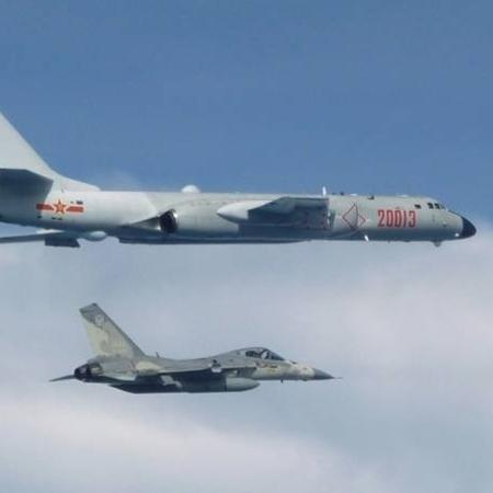 Demonstração de força de Pequim teve incursão aviões militares que envolveu caças J-16 e bombardeiros H-6 - AFP