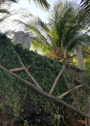 Guarda-corpo da pousada Casa da Tartaruga desabou quando casal de médicos encostou no local para tirar foto