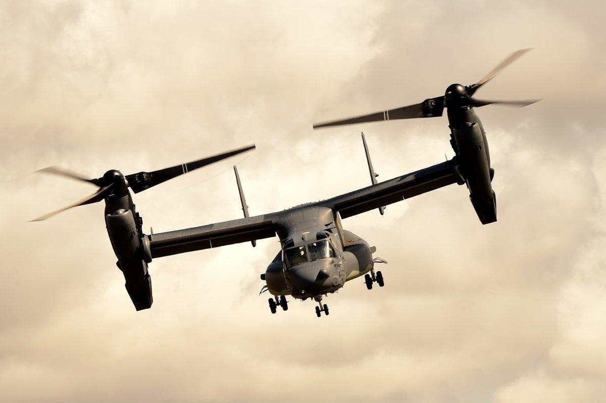 13.jan.2016 - A aeronave militar Bell Boeing V-22 Osprey foi utilizada pelo 7° esquadrão de operações espaciais da Força Aérea dos Estados Unidos em uma exibição aérea de suas capacidades na Inglaterra, em 19 de julho de 2015. A imagem do voo está no ranking das fotografias mais bonitas da Força Aérea americana tiradas em 2015, de acordo com seleção feita pelo site Business Insider