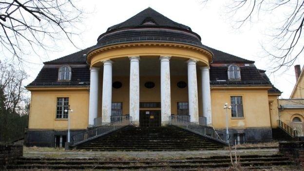 Estima-se que cerca de 35 mil cidadãos da União Soviética moraram na cidade até 1994, quando Wünsdorf perdeu todos os seus habitantes pela segunda vez em menos de 90 anos