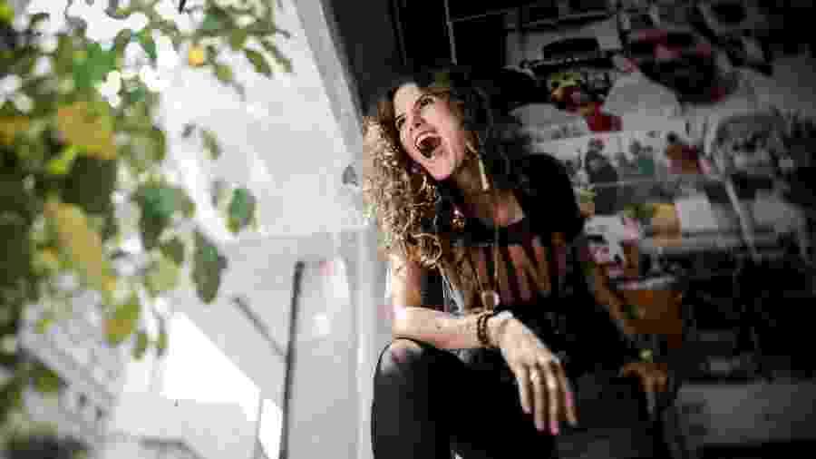 Ana Cañas, cantora paulistana, faz shows em ocupações e saraus  - Keiny Andrade/UOL