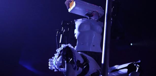 Esse robô-stripper bizarro está se apresentando em um clube de Las Vegas durante a CES