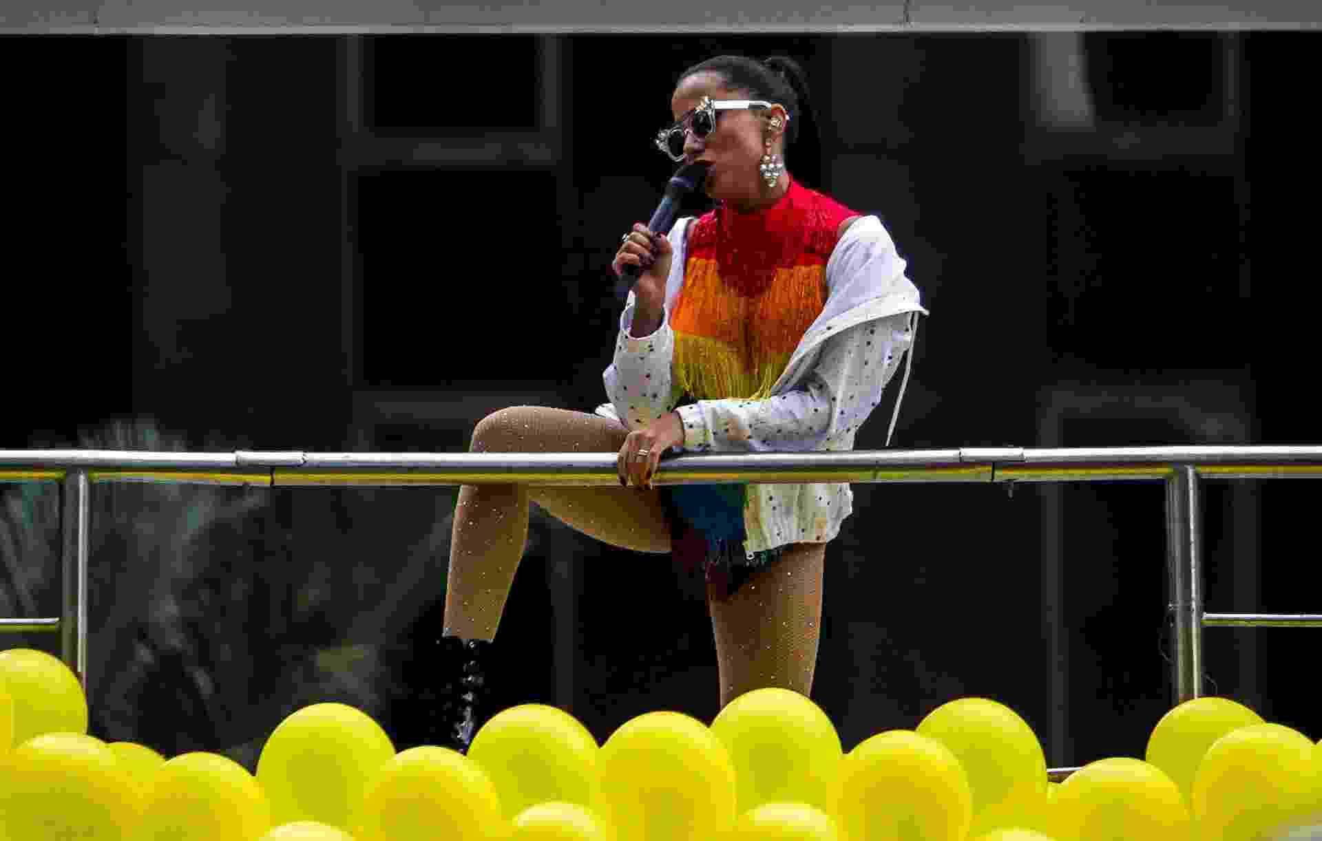 3.jun.2018 - A cantora Anitta participa da 22ª Parada do Orgulho LGBT que acontece neste domingo (3) em São Paulo. Junto com a Pabblo Vittar, Anitta era uma das atrações mais esperadas do evento - undefined