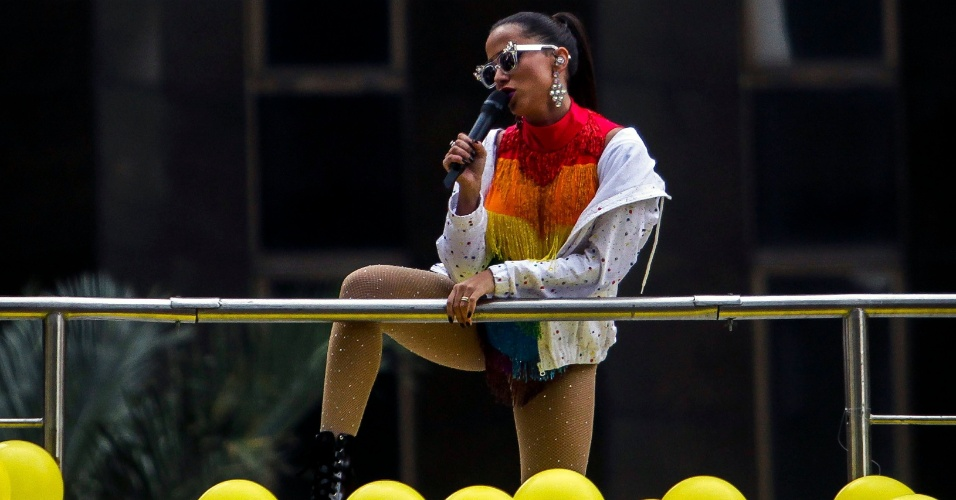 3.jun.2018 - A cantora Anitta participa da 22ª Parada do Orgulho LGBT que acontece neste domingo (3) em São Paulo. Junto com a Pabblo Vittar, Anitta era uma das atrações mais esperadas do evento