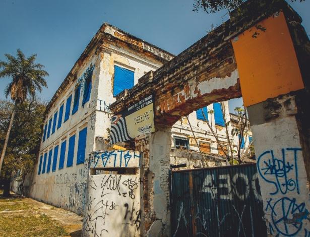 Muro do antigo quartel em São Paulo está pichado  - Valéria Gonçalvez/Estadão Conteúdo