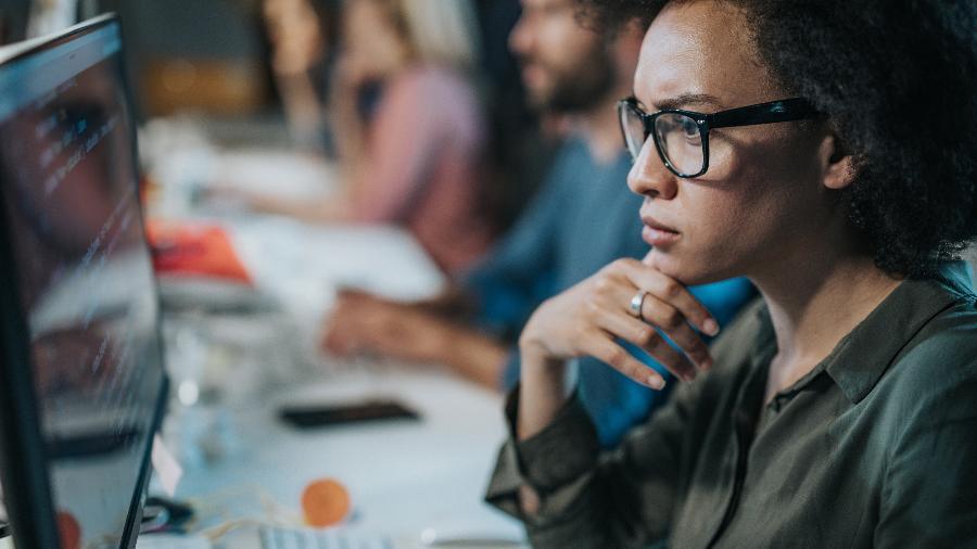 Cursos de programação têm sido buscados por executivos experientes e pessoas que querem ingressar na área de TI - iStock