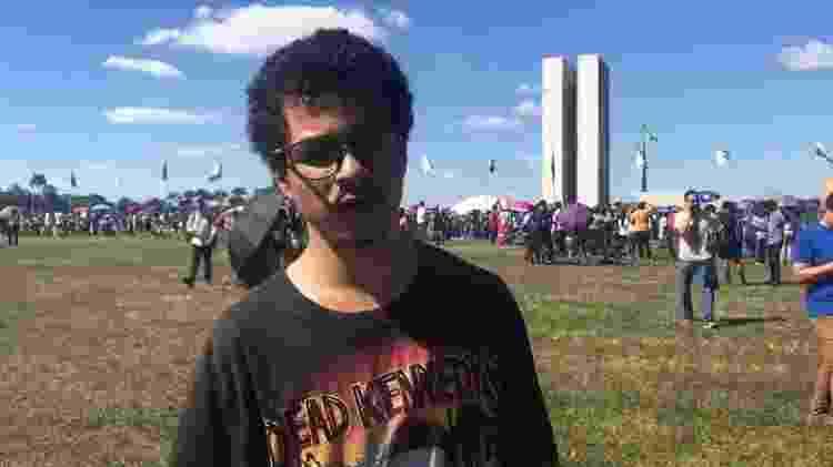 30.mai.2019 - Luigi Araújo, 19, estudante do CEM 9, durante manifestação em Brasília contra os cortes na educação - Reprodução