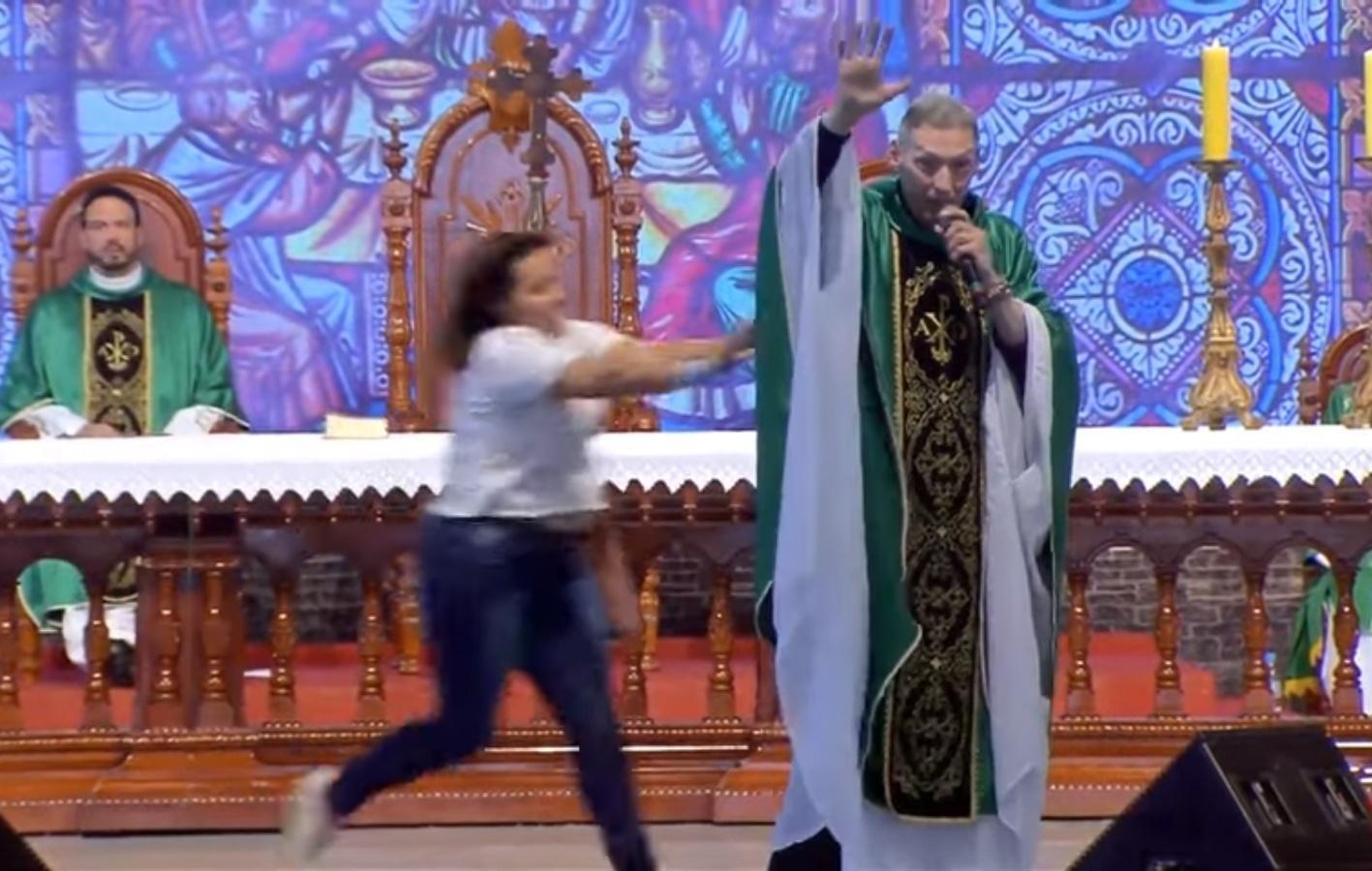 Resultado de imagem para padre Marcelo Rossi levou