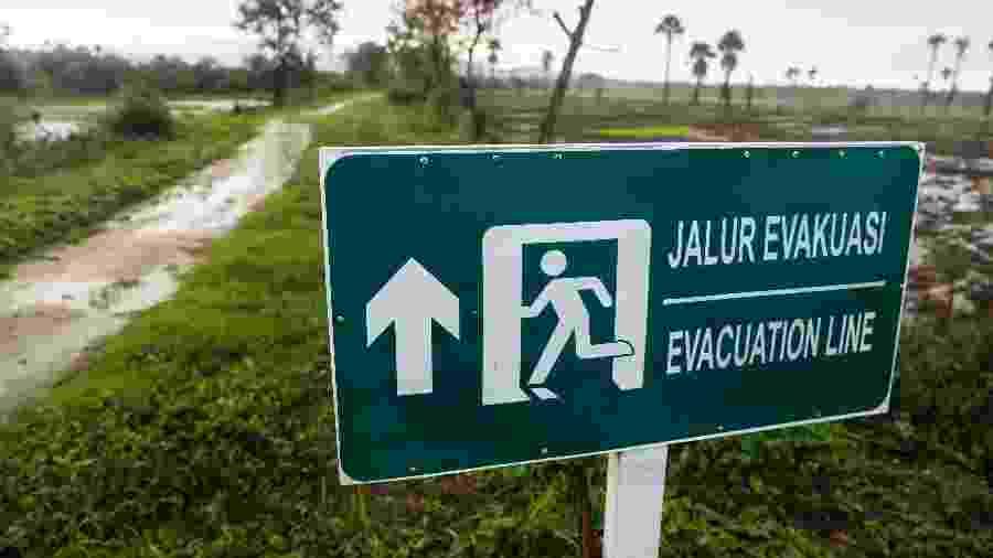 Placa indica rota de fuga na Indonésia em caso de tsunami - Jorge Silva/Reuters