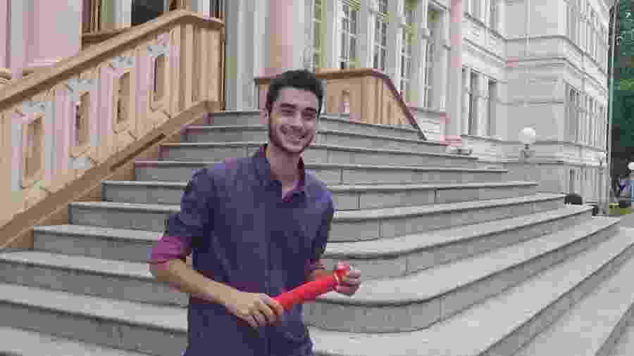 O estudante Gustavo Valverde, em foto de 2019, quando concluiu o ensino médio, em Viçosa, MG; sua nota subiu mais 700 pontos após revisão da correção do Enem - Gustavo Valverde/Arquivo Pessoal