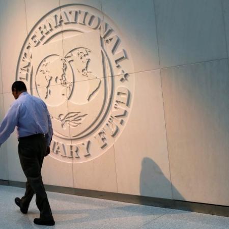 Logo do Fundo Monetário Internacional na sede da instituição, em Washington (EUA) - YURI GRIPAS