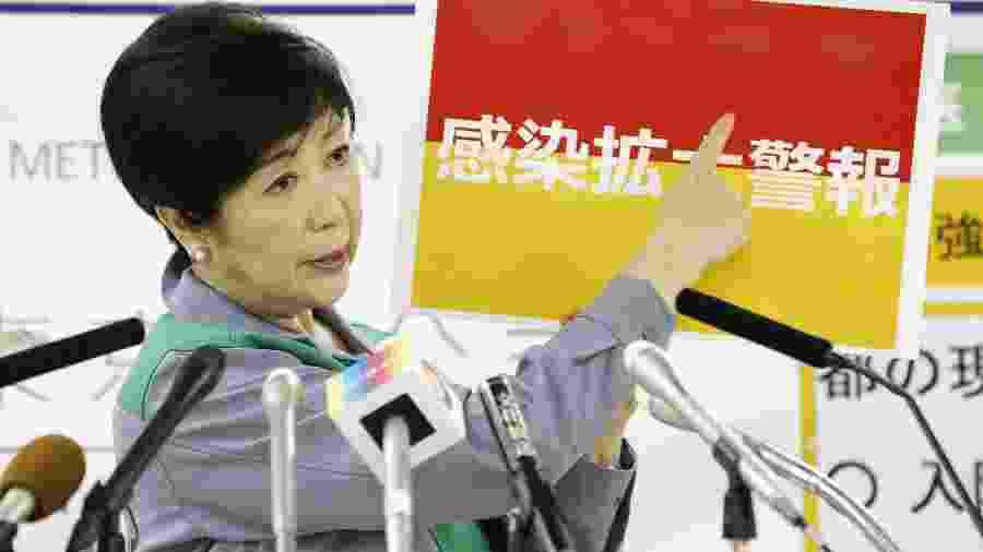 Governadora de Tóquio, Yuriko Koike, durante entrevista coletiva - Por Ju-min Park e Chang-Ran Kim