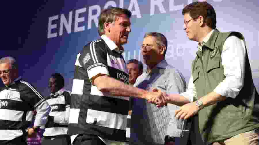 Salles (d) disse ter se desculpado com o general Ramos e afirmou que eles estão juntos pelo governo do presidente Bolsonaro - Reprodução/Twitter