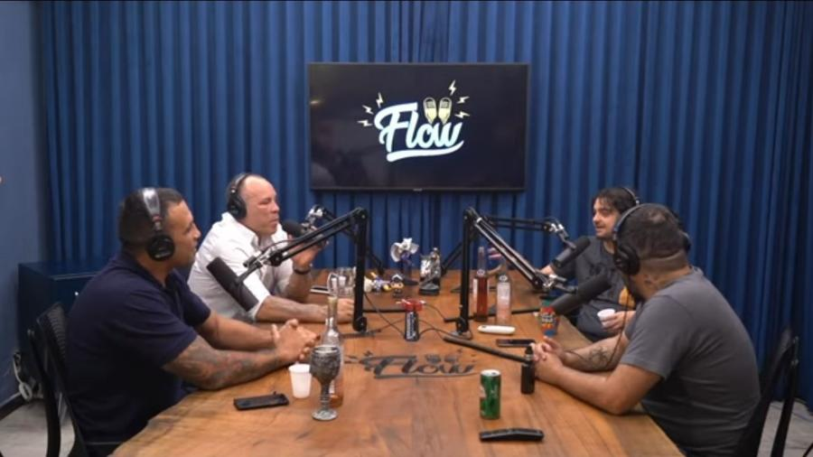 Flow Podcast conversa com os lutadores Fabricio Werdum (esq.) e Wanderlei Silva (fundo, à esquerda) - Reprodução/ Youtube/ Flow Podcast