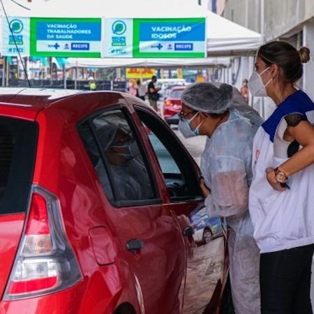Ponto de drive-thru no Recife para vacinação - Ikamahã/SesauPCR
