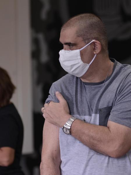 14.abr.2021 - Governo do Rio inicia vacinação em agentes de segurança, policiais e salvamento - Saulo Angelo/Futura Press/Estadão Conteúdo