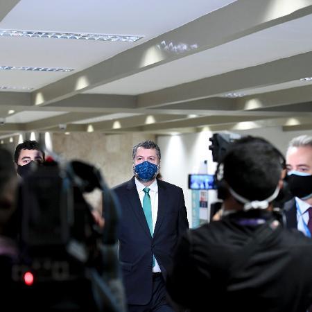 17.mai.2021 - Ex-ministro das Relações Exteriores Ernesto Araújo chega ao Senado para ser ouvido na CPI da Covid - Edilson Rodrigues/Agência Senado