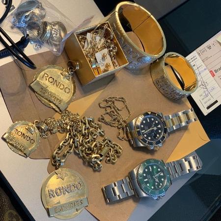 Entre as joias apreendidas, um bracelete avaliado em R$ 130 mil foi apreendido - Divulgação PF/RO