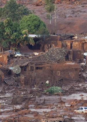 Subdistrito de Bento Rodrigues, em Mariana, destruído pela lama