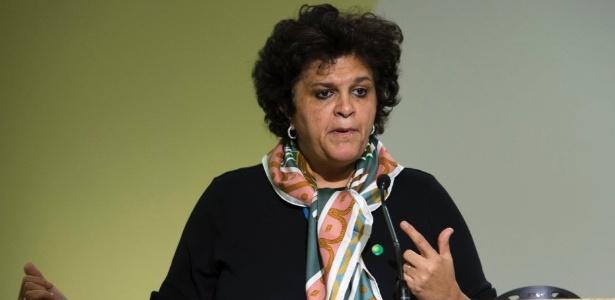 """""""Amo a França, mas quero ir para casa""""; ministra Izabella Teixeira afirma que acordo final da COP-21 deve sair no sábado - Miguel Medina/ AFP"""