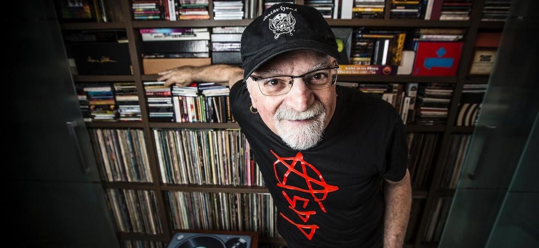 Kid Vinil: Cantor, compositor, radialista, apresentador, jornalista, colecionador de discos e versátil como São Paulo - Lucas Lima/UOL