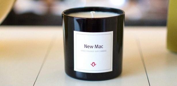 Tem louco pra tudo, né? Esta vela tem cheiro de... computador novo