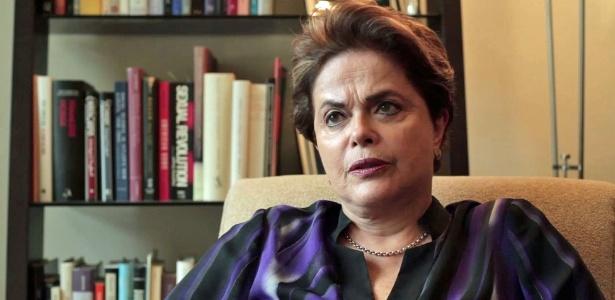 Dilma está em turnê de palestras por países como Argentina, Uruguai, Suíça e pelo menos cinco universidades americanas, e se apresenta como uma política de esquerda, dedicada a evitar que 'neoliberalismo volte a reger economia'