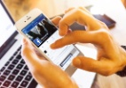 Ficar de bobeira vendo a vida dos outros no Facebook faz mal, diz estudo (Foto: iStock)