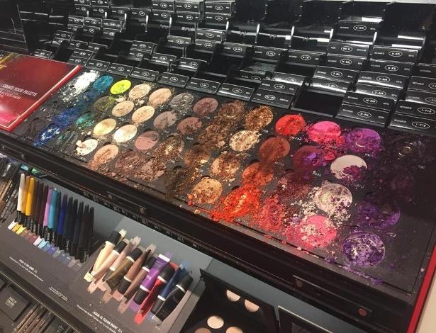 A criança destruiu as maquiagens e deu um prejuízo de US$ 1.300 para uma loja nos EUA