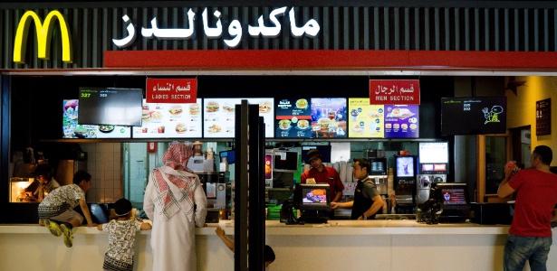 McDonald's com áreas separadas para homens e mulheres na Arábia Saudita
