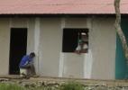 O hotel construído por ex-integrantes das Farc para recriar a vida de guerrilheiros na selva - BBC