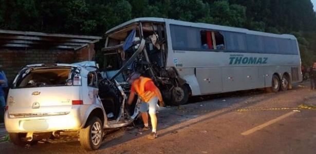 As duas vítimas do acidente são do Meriva, com placa de Jaraguá do Sul (SC)