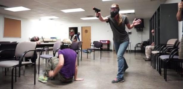 Professores em treinamento para reagir contra atiradores
