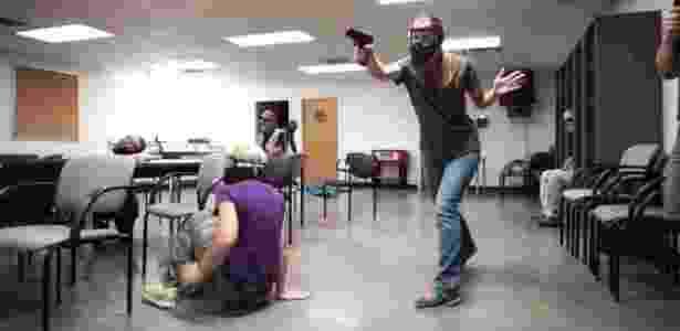 Professores em treinamento para reagir contra atiradores - Faster/Divulgação