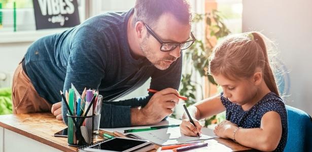 """Para associação brasileira, educar em casa é parte de um """"projeto de vida"""" que envolve toda a família - Getty Images"""