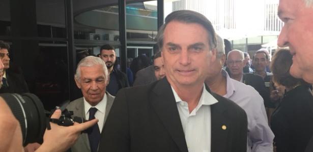 23.jul.2018 - Bolsonaro discursou para integrantes dos clubes do Exército, Marinha e Aeronáutica, no Rio de Janeiro