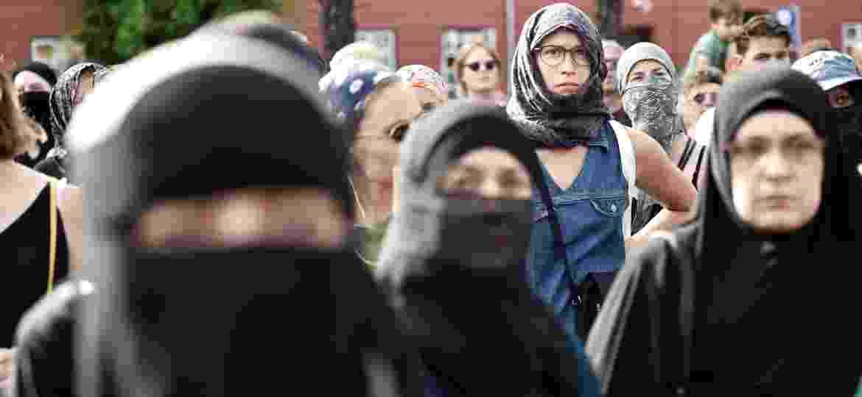 Dinamarquesas protestam contra lei que proíbe uso de véu de rosto em público -  Mads Claus Rasmussen/Ritzau Scanpix/via Reuters