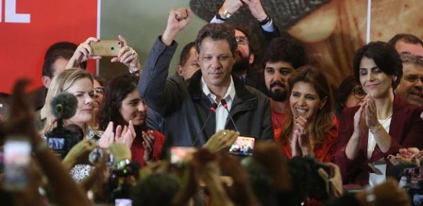 Fernando Haddad (PT) comemora ida para o segundo o turno das eleições