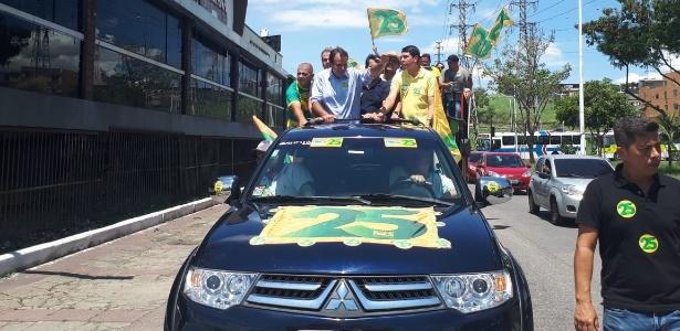 Eduardo Paes (DEM) participa de carreata em Nova Iguaçu, na Baixada Fluminense